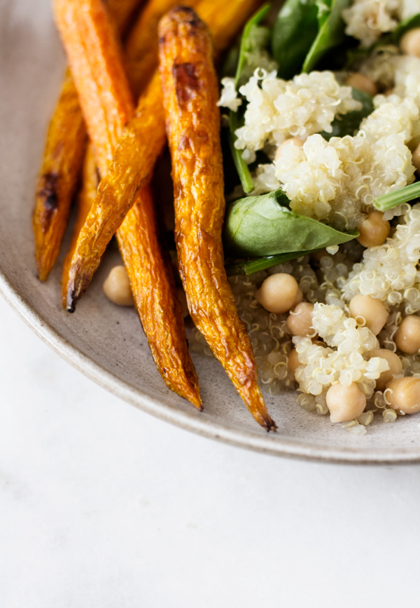 Quinoa, Carrot, and Spinach Salad with Spicy Carrot Chili Vinaigrette | The Full Helping